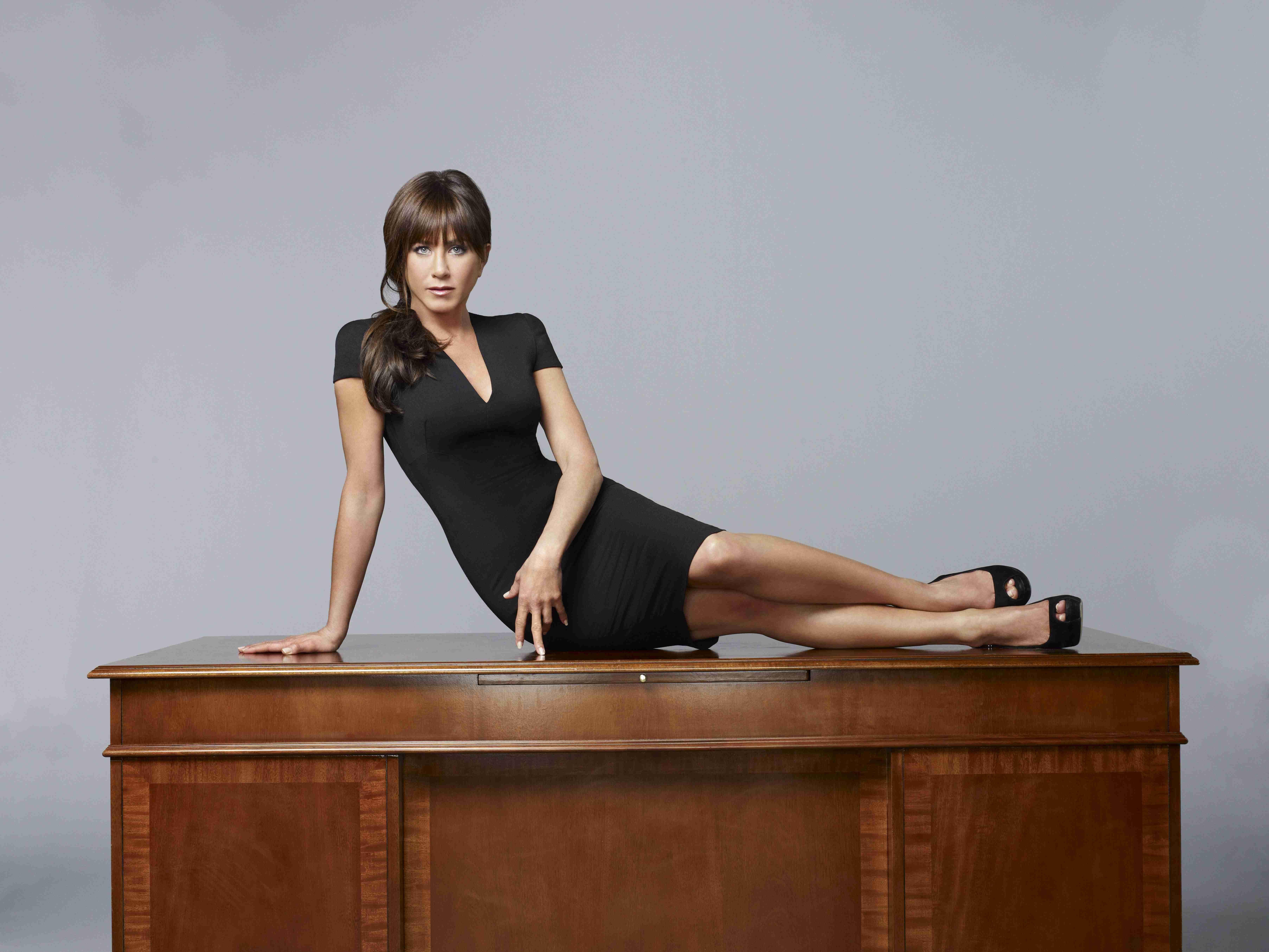 Pin uživatele Katerina Malovcova na nástěnce Jennifer aniston ... dea6c670b41