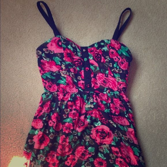 BUNDLED Rose patterned top Adorable floral tank top. bustier top that's super flattering! there's is one button missing but it is barely noticeable Forever 21 Tops