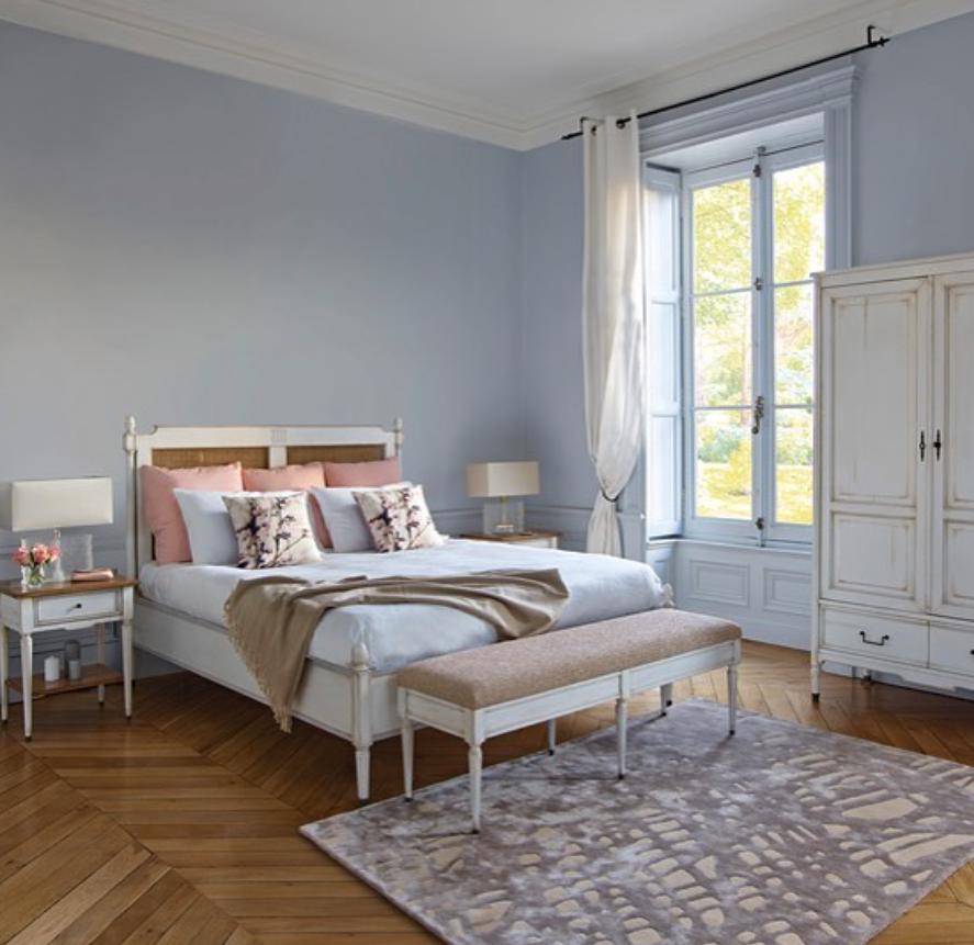Classic chic - Klassieke slaapkamer, chique slaapkamer. wit houten ...