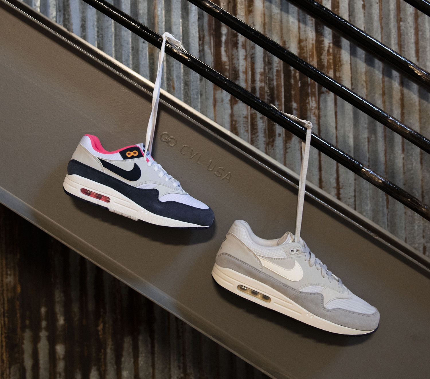 new style 1c71b 1ddb1 Nike Air Max 1 Shoe tells a classic Nike story in leather and textile. These