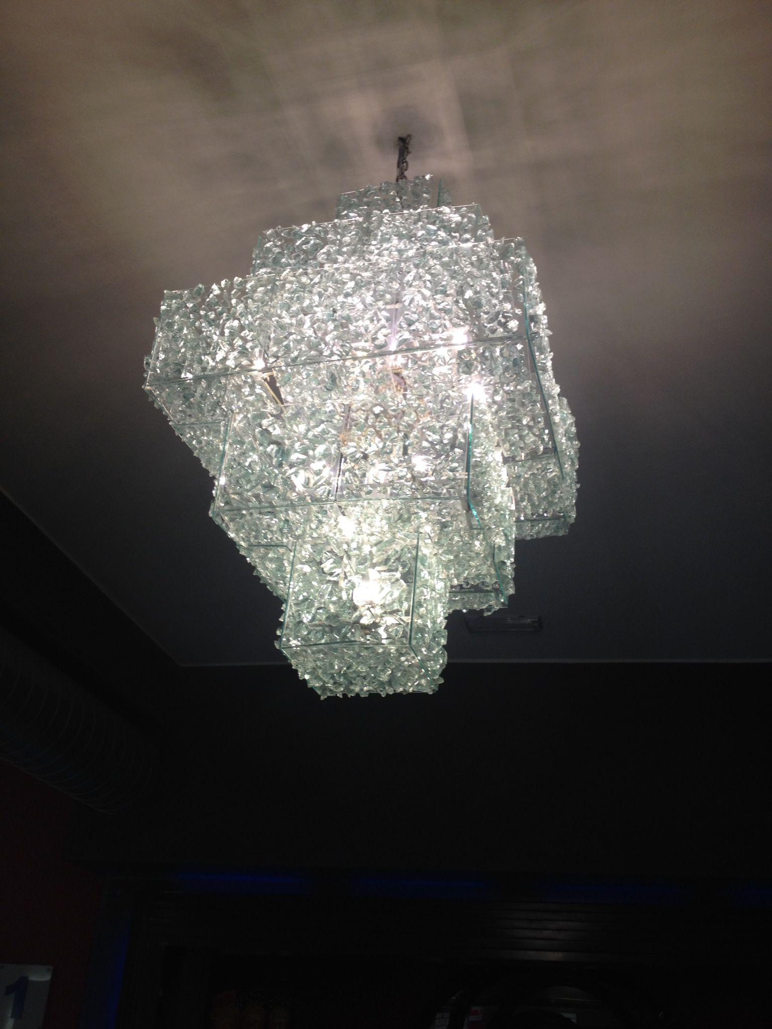 Fabrication sur mesure de tout luminaires de luxe Ici un lustre