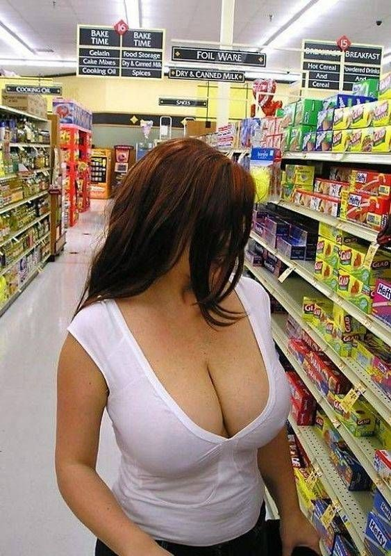 Big booty milf at the supermarket!!