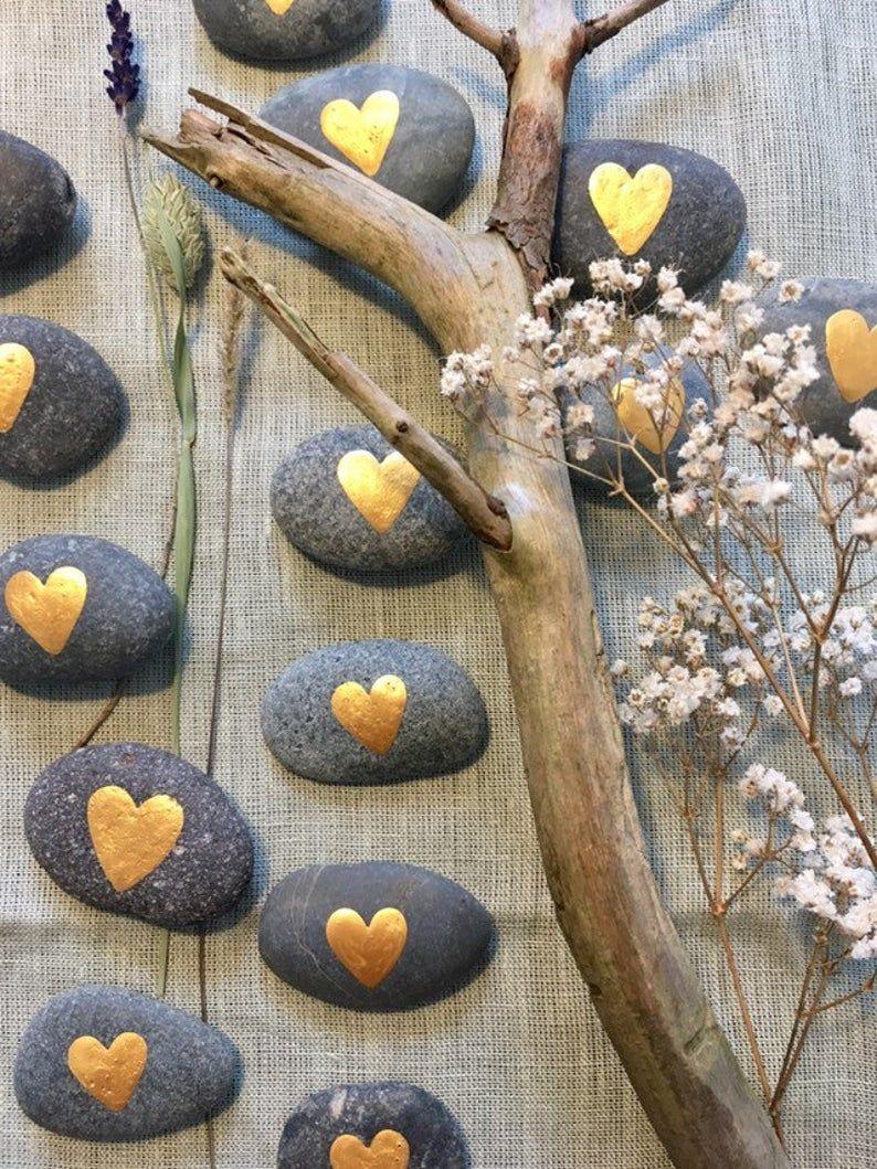 Steine Gastgeschenk Hochzeit handbemalt Tischdeko Herz gold   Etsy