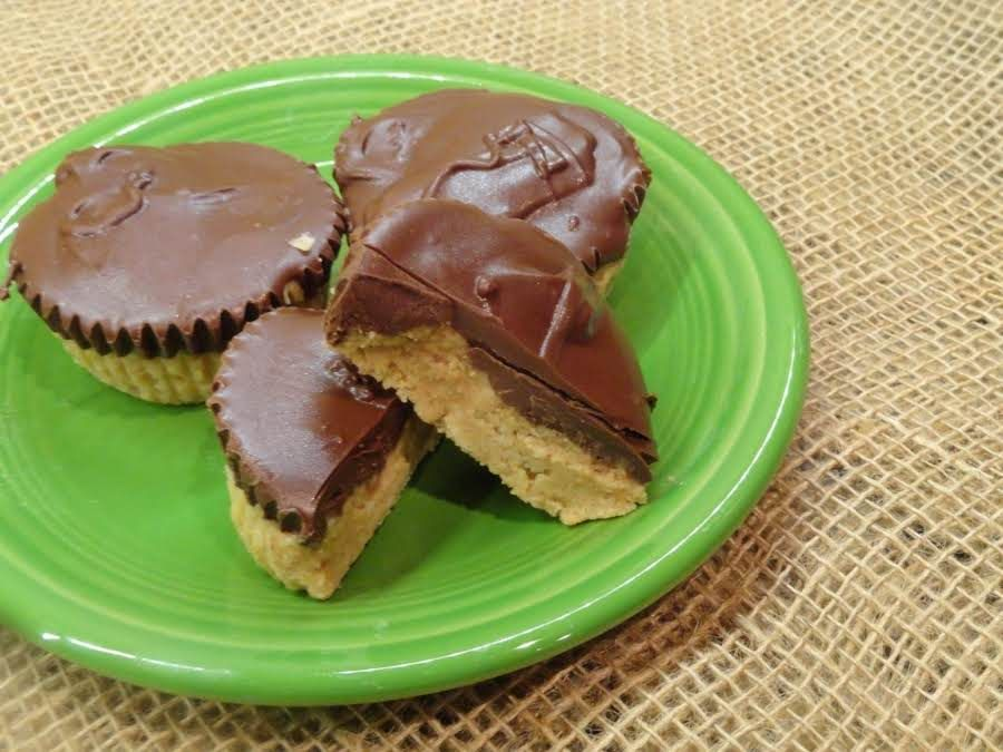 Homemade Peanut Butter Cups (Like Reese's)