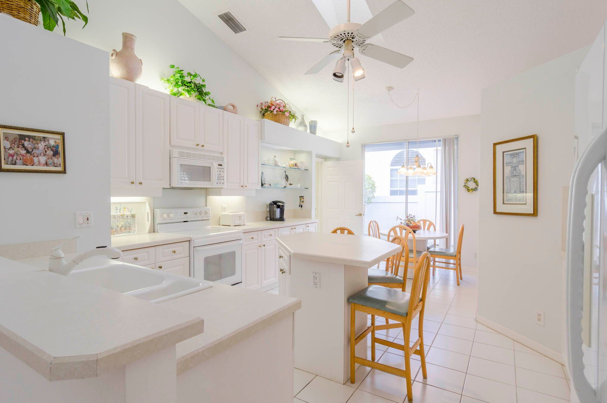 12824 Touchstone Place West Palm Beach Fl In 2021 Luxury Homes House Design Kitchen Design