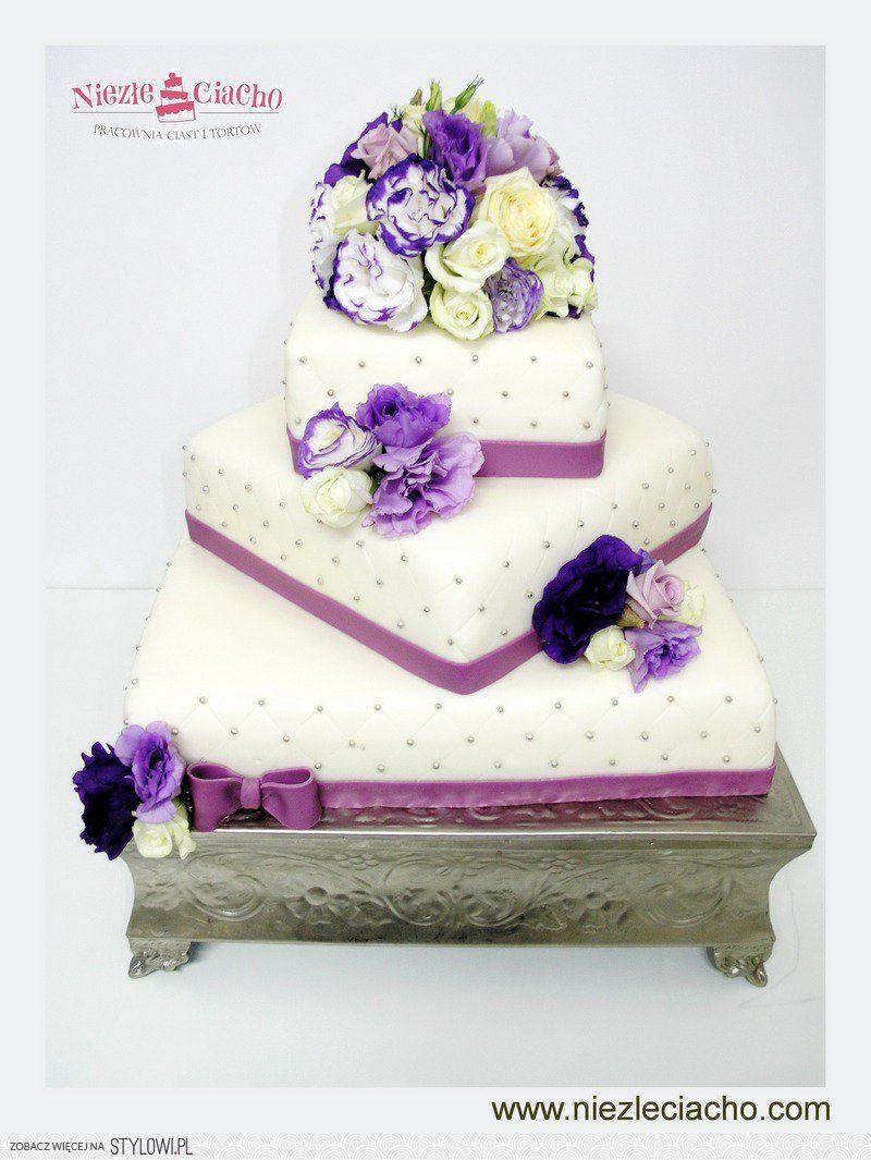 Fioletowo Bialy Tort Weselny Tort Weselny Z Kwiatami Cake Desserts Food