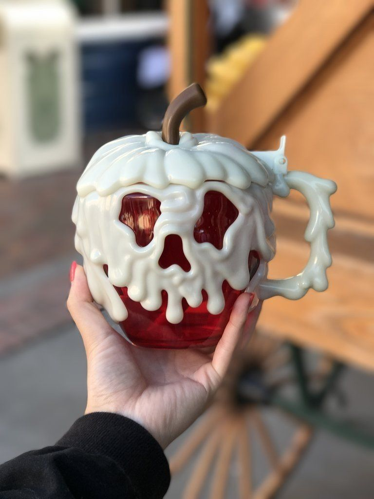 People Are Losing Their Snow White Loving Minds Over Disneyland S Poison Apple Mugs Mugs Disney Cups Disney Food