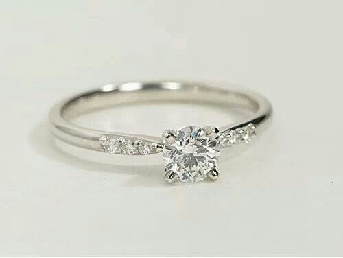Simple And Beautiful Thin Band Small Side Diamonds Small