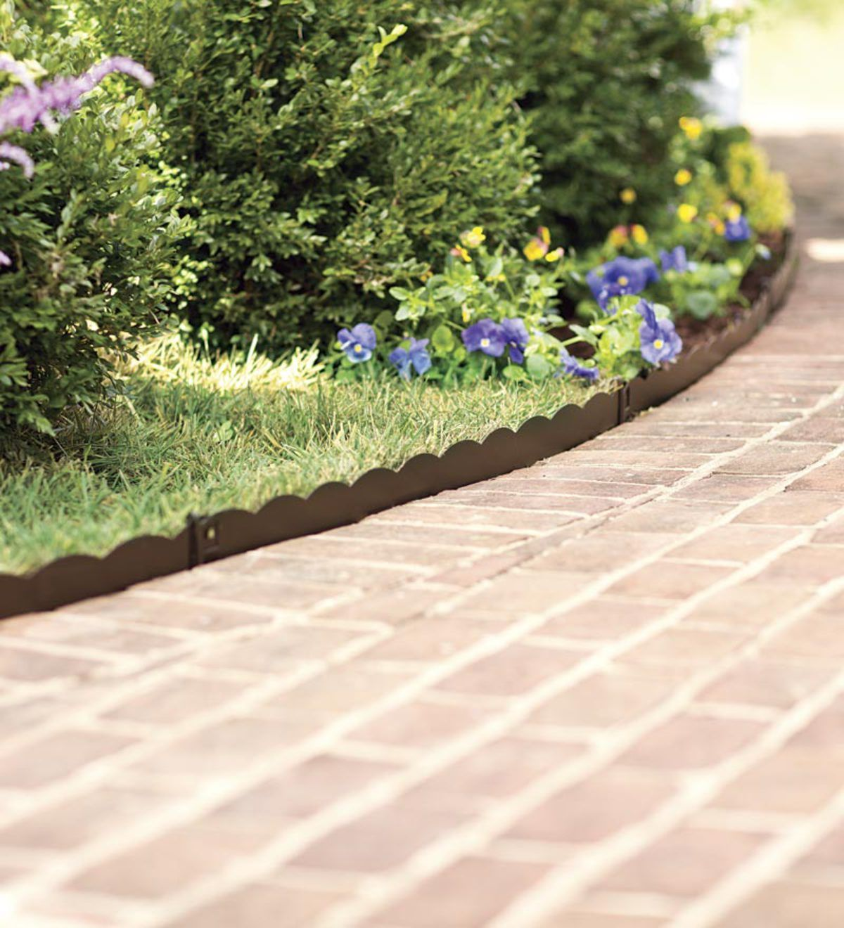 Easy To Use Bendable Steel Garden Edging Fits Around Curved Beds For A Finished Professional Look Garden Edging Steel Garden Edging Backyard Garden Landscape