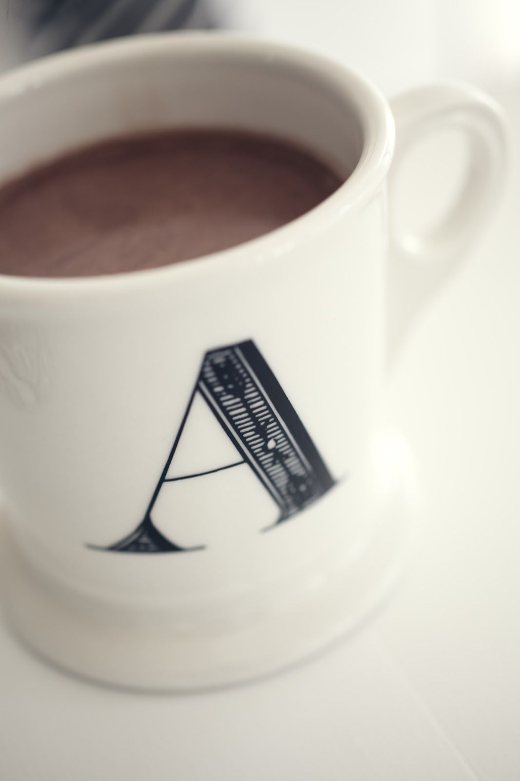 http://mykeminutter.blogspot.no:   Fall is here. Hot cocoa in a mug from Anthropologie.