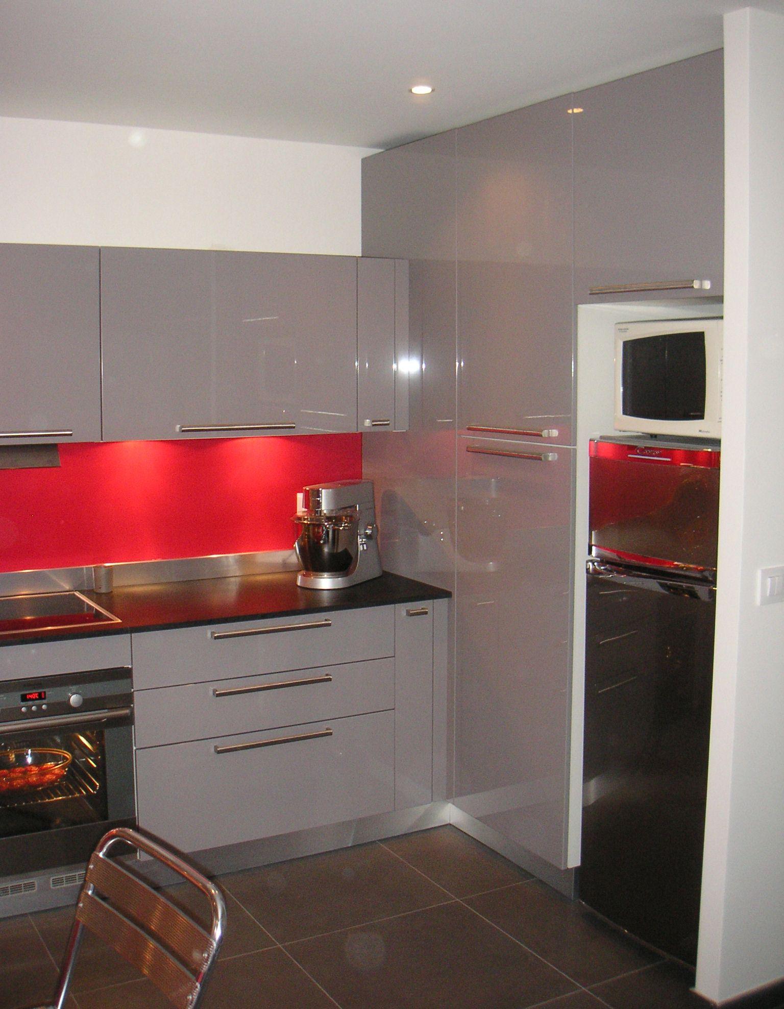 id233e cuisine meuble gris et cr233dence framboise