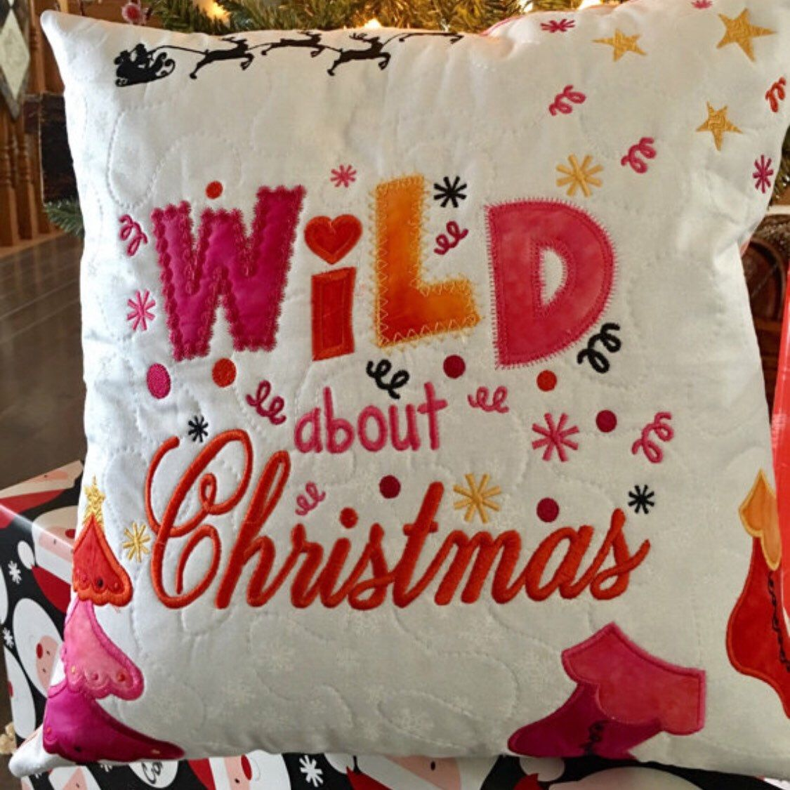 Quilted Christmas Pillow | Christmas pillows | Pinterest ...