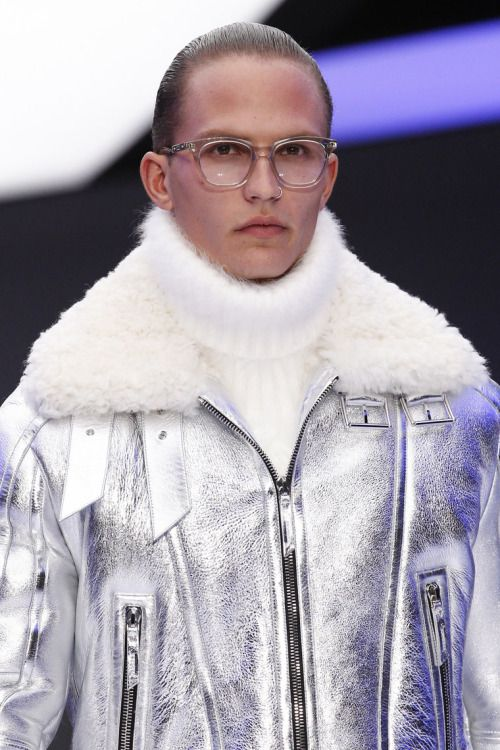 mulberry-cookies:   Versace Fall/Winter 2016... | Style is Viral