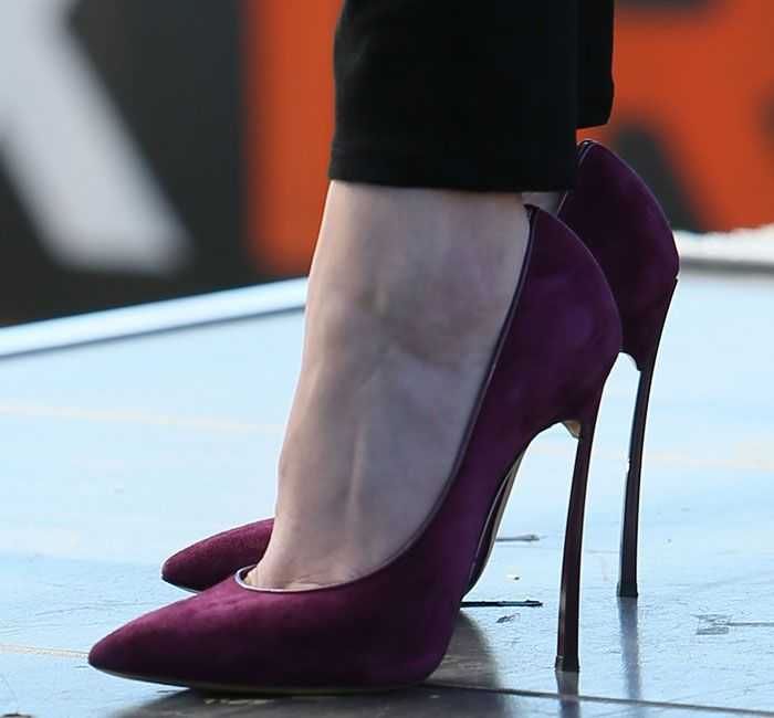 Anna Kendrick Forgets to Remove the Price Tag from Her Casadei Heels