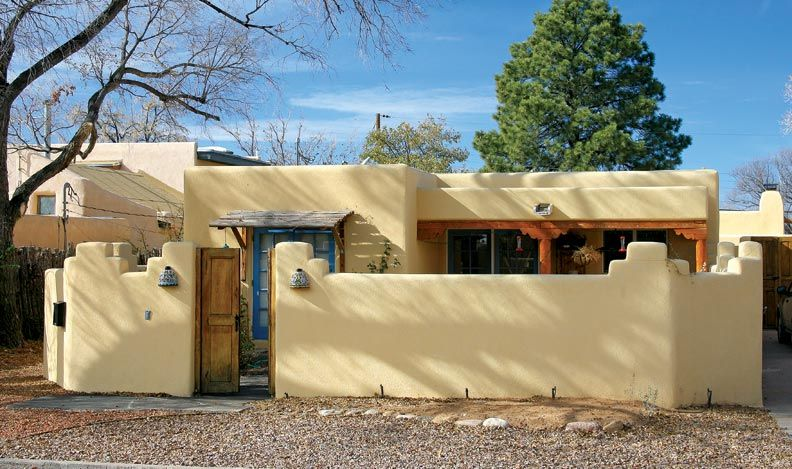 Pueblo revival houses in santa fe stucco walls adobe for Santa fe style homes