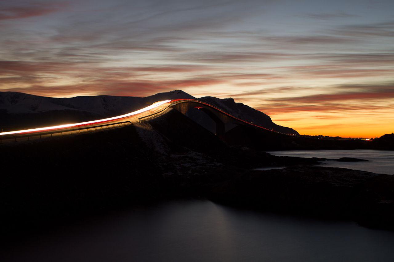 Atlanterhavsveien i mørket / Steinar Melby