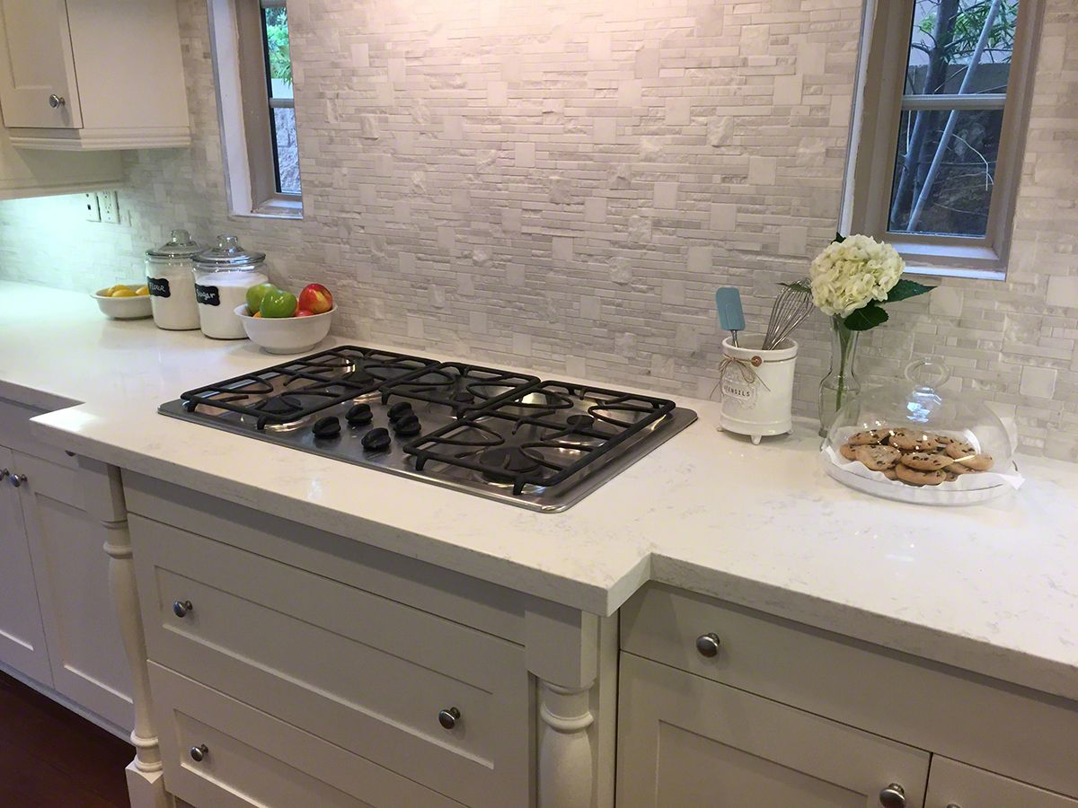 Dreamy White Quartz Countertops Are All The Rage Choose A Hot Knockout Like Calacatta Vicenza To Deliver Designer Style And Sophistication Your