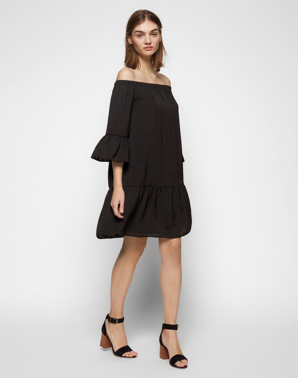 Schwarzes kleid mit carmenaubchnitt