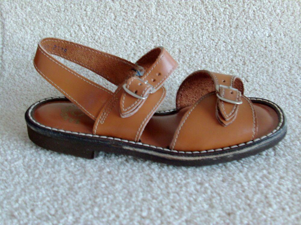 9c8dd35f6344 The original 1970S vintage childrens unisex jesus sandals in brown leather