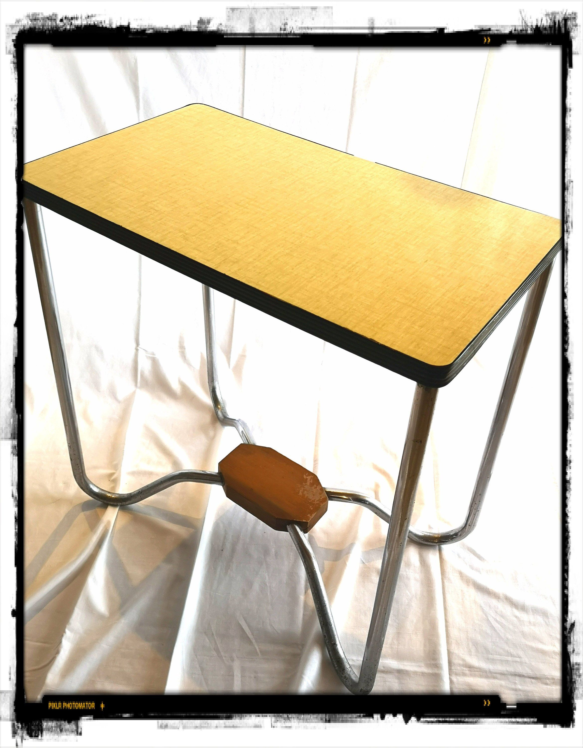 Table D Appoint Cuisine dessert in yellow formica / serving / serving vintage