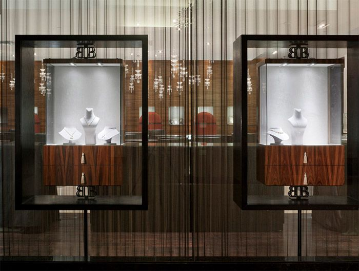 Jewelry store interior bels p plaza zlet butik for Jewelry store window displays