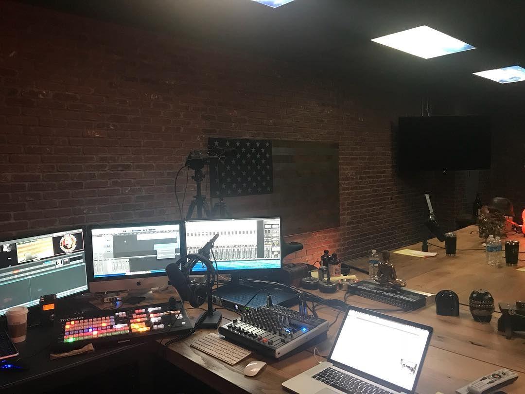 Joe Rogan Experience Podcast Equipment Studio Setup Jre Library Podcast Studio Studio Setup Home Recording Studio