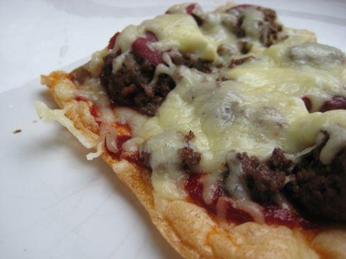 jauhoton pizzapohja kananmunan avulla, sopii myös pohjaksi piirakalle