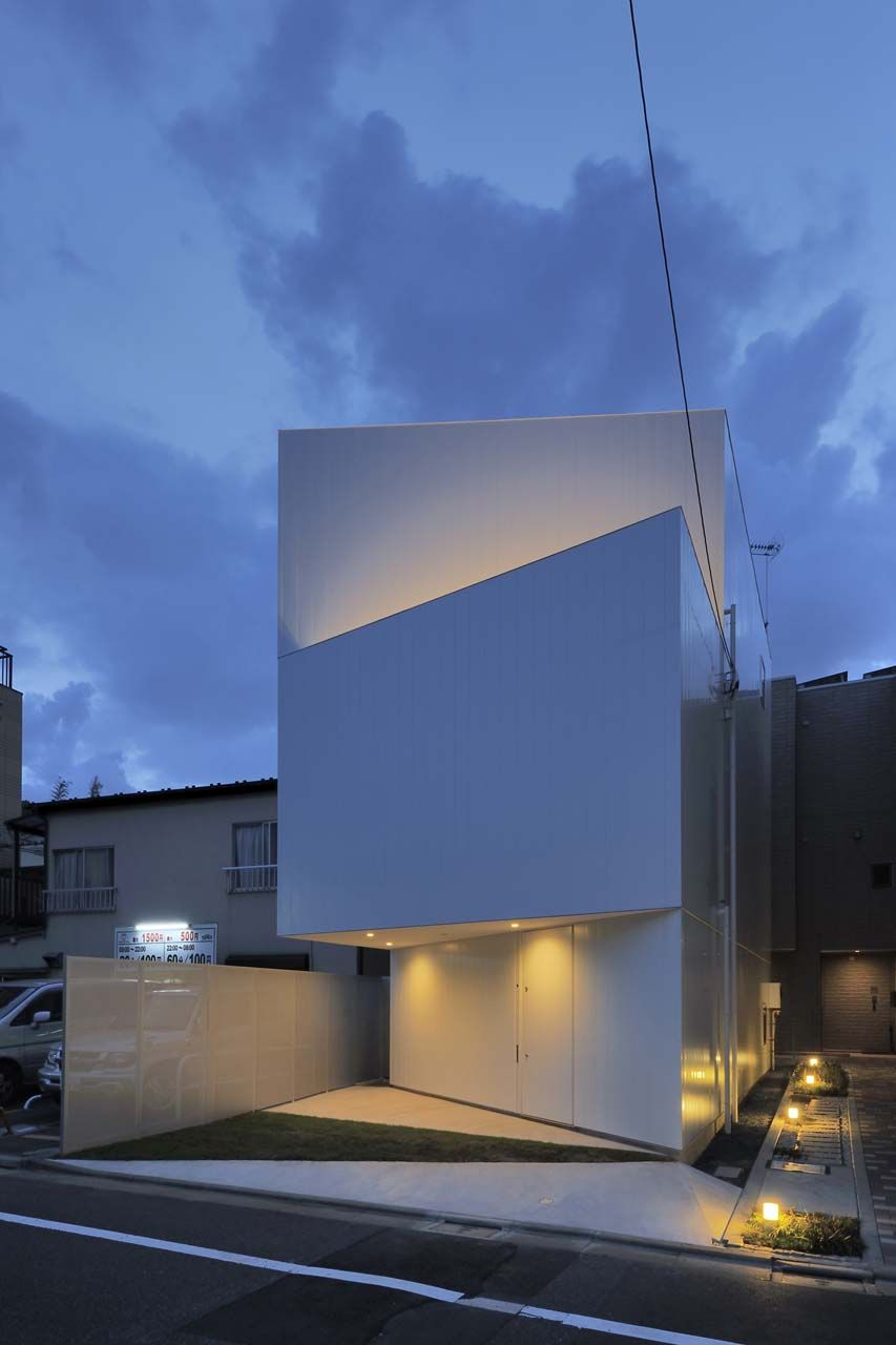 Well Is A Minimalist House Located In Tokyo, Japan, Designed By  Architecture Atelier Akio Takatsuka. This Residence Is Designed Around The  Themes Of Light, ...