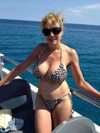 Photos of mature women in bikinis