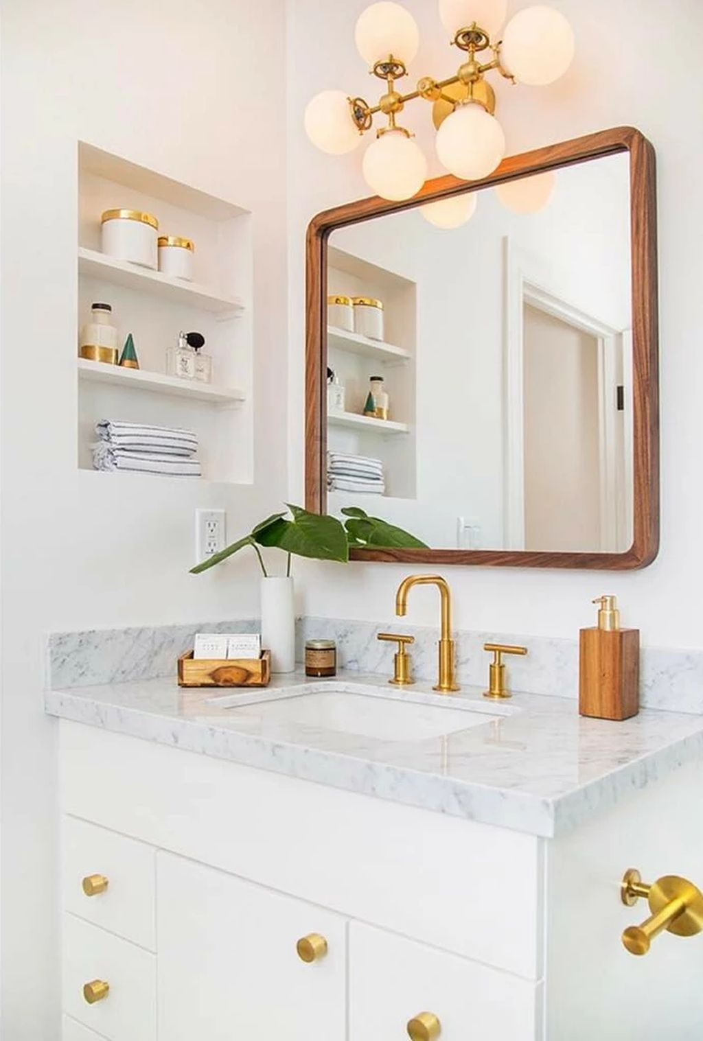 44 Awesome Bathroom Mirror Design Ideas That You Need To Know In 2020 White Vanity Bathroom Bathroom Styling Bathroom Interior