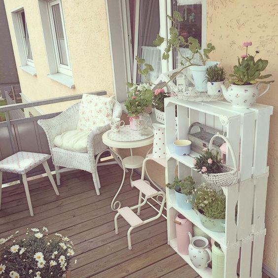 10 Idee Per Arredare Un Terrazzo Da Sogno Ma Economico Small Balcony Decor Balcony Decor Shabby Chic Garden