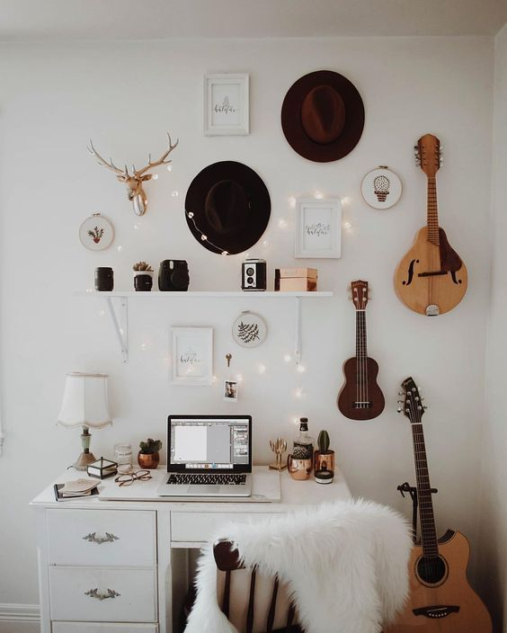 Photo of The Mid Century Modern Decor On A Budget That's Perfect For Your Dorm Room