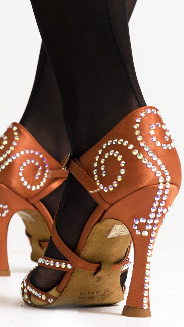 e8c8a59583 Zapatos de baile Manuel Reina!! 😍😍❤ 💕 😘 Toda la noche!!!!!!!  😍 QueBonitosPorFavor  AmiMeDaAlgo  swarovski  baile  salsa  exclusiveshoes   style ...