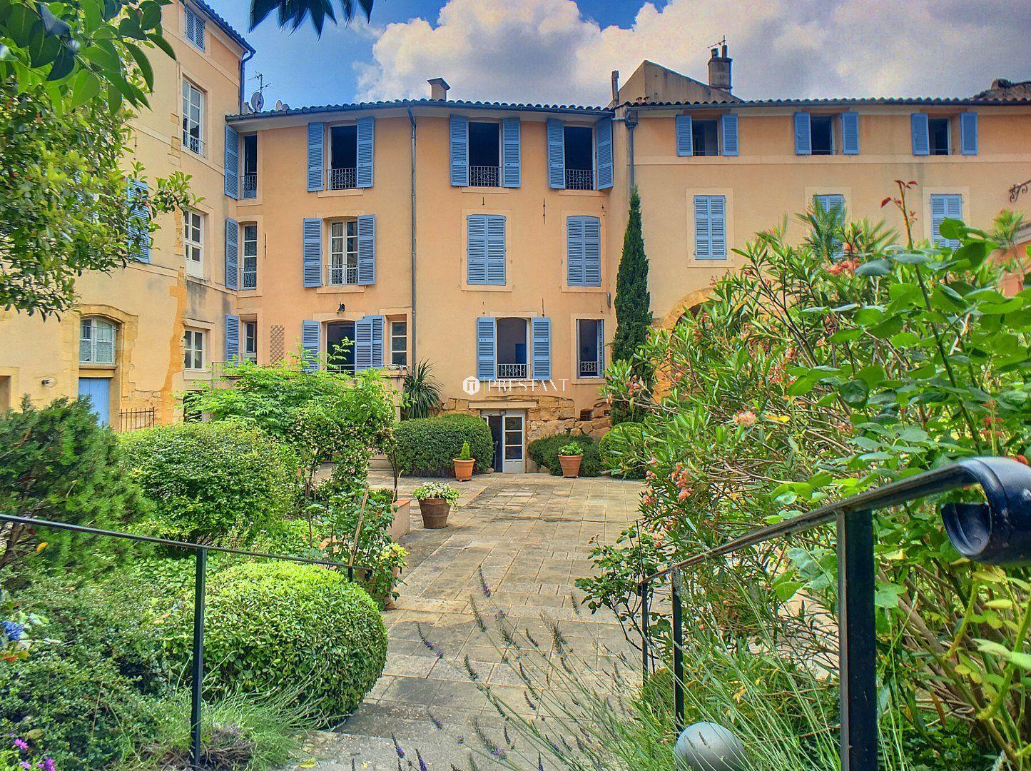 Au coeur d 39 aix en provence avec vie pieds tr s bel appartement dans immeuble ancien avec - Salon immobilier aix en provence ...