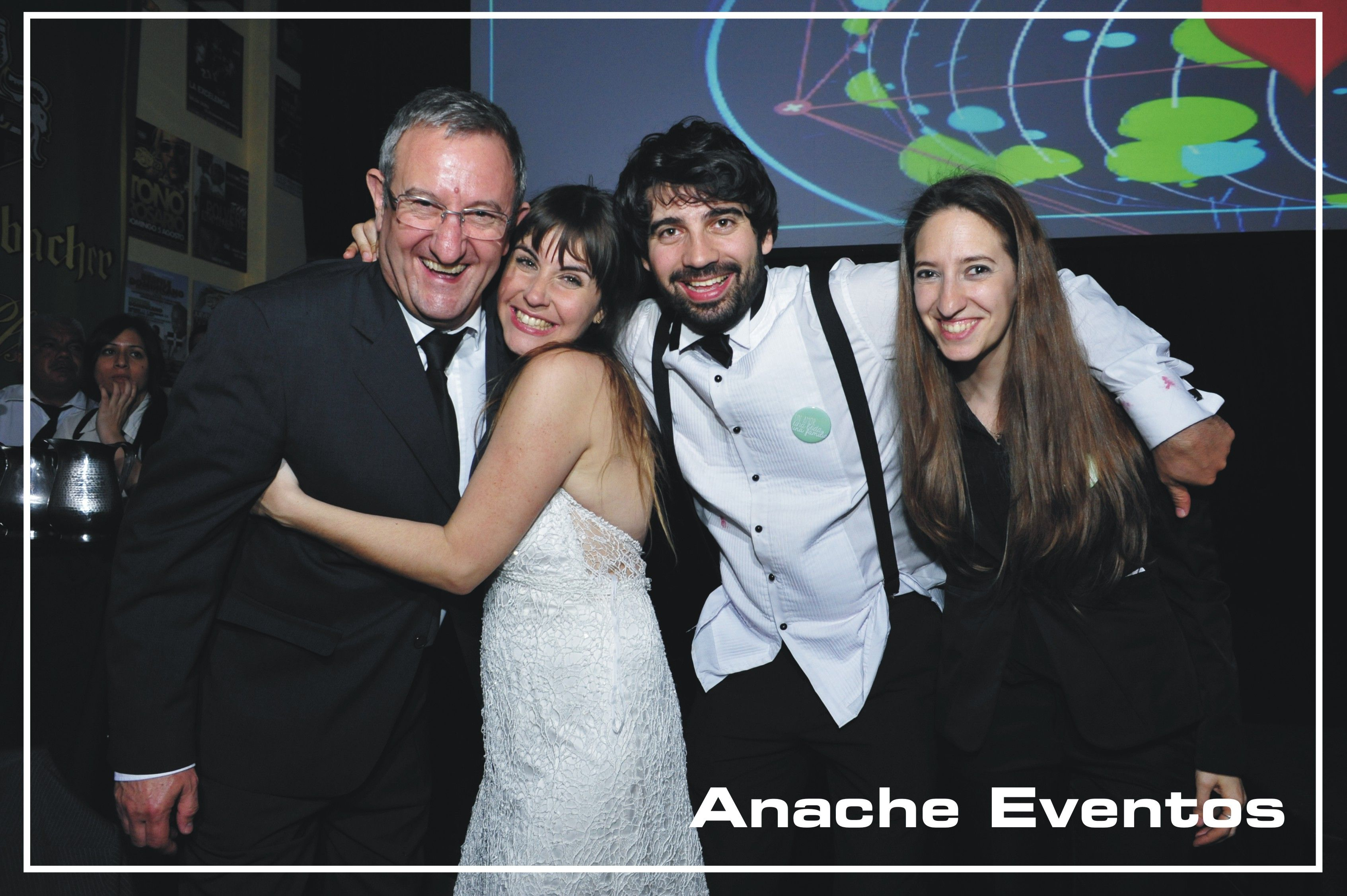 Equipo con Novios - Anache Eventos  - Quilmes - Bs As - Argentina (011) 4257-2874 - www.anache.com.ar #supplies #party #fiesta #eventos #shows #cotillon #animacion #entretenimiento #organizaciondeeventos #planners