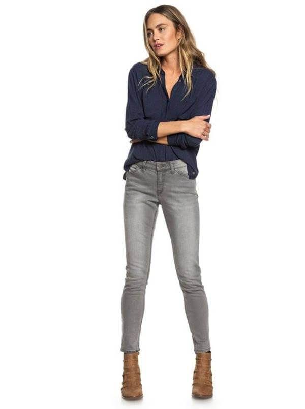 Combina Asi Los Jeans Gris Para Mujer Y Luce Divina Vibra Outfit Con Pantalon Gris Como Combinar Pantalon Gris Pantalon Gris