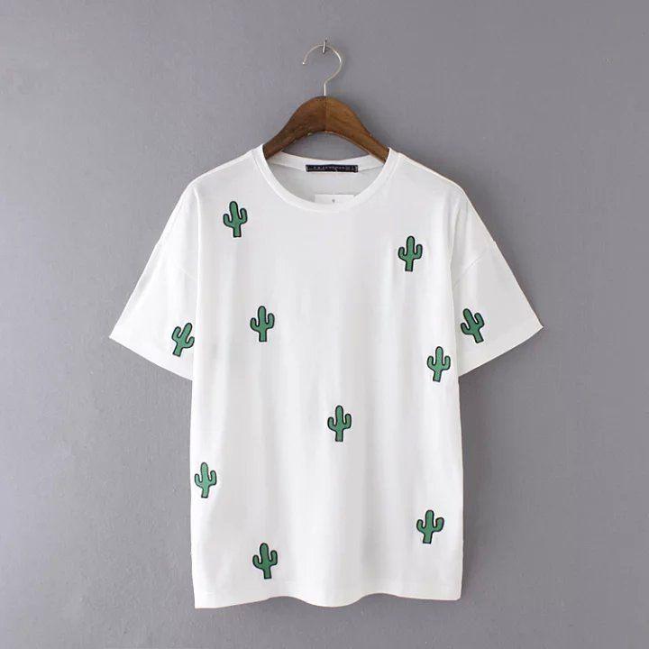 5eebb448d095 Camisa blanca con estampado de cactus   Chicas em 2019   Camisetas ...