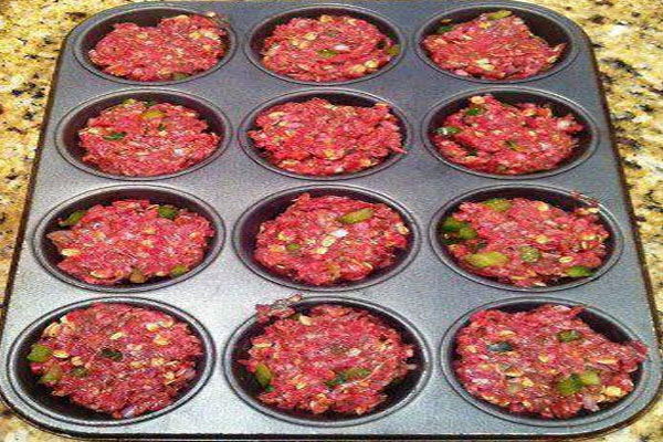 make meatloaf in a muffin pan it cooks in 15 minutes 1st recipes delicious meatloaf recipes meatloaf make meatloaf in a muffin pan it cooks