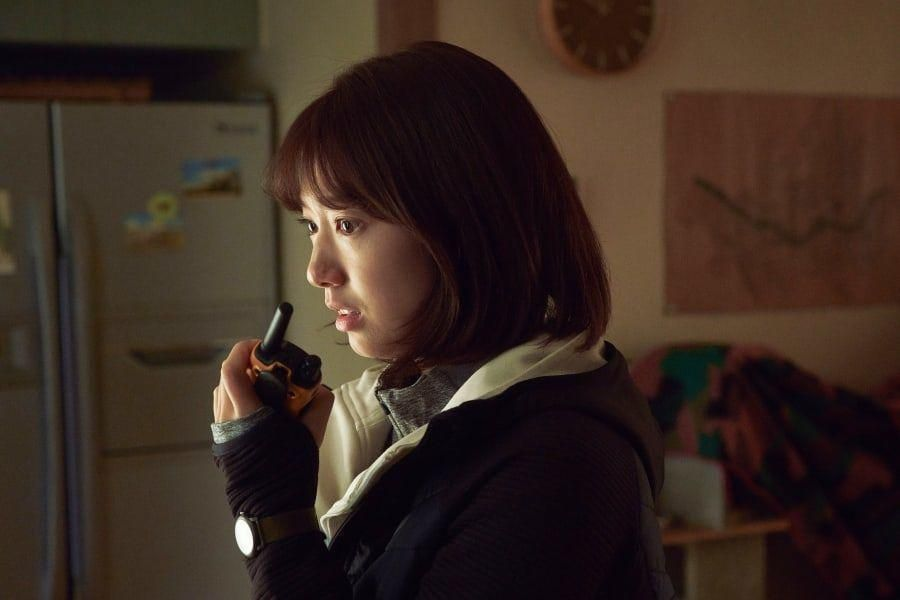 "Park Shin Hye Is Terrified By What She Sees Outside In Upcoming Zombie Film ""#ALIVE"""
