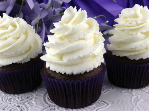 The Best Whipped Cream Frosting #creamfrosting