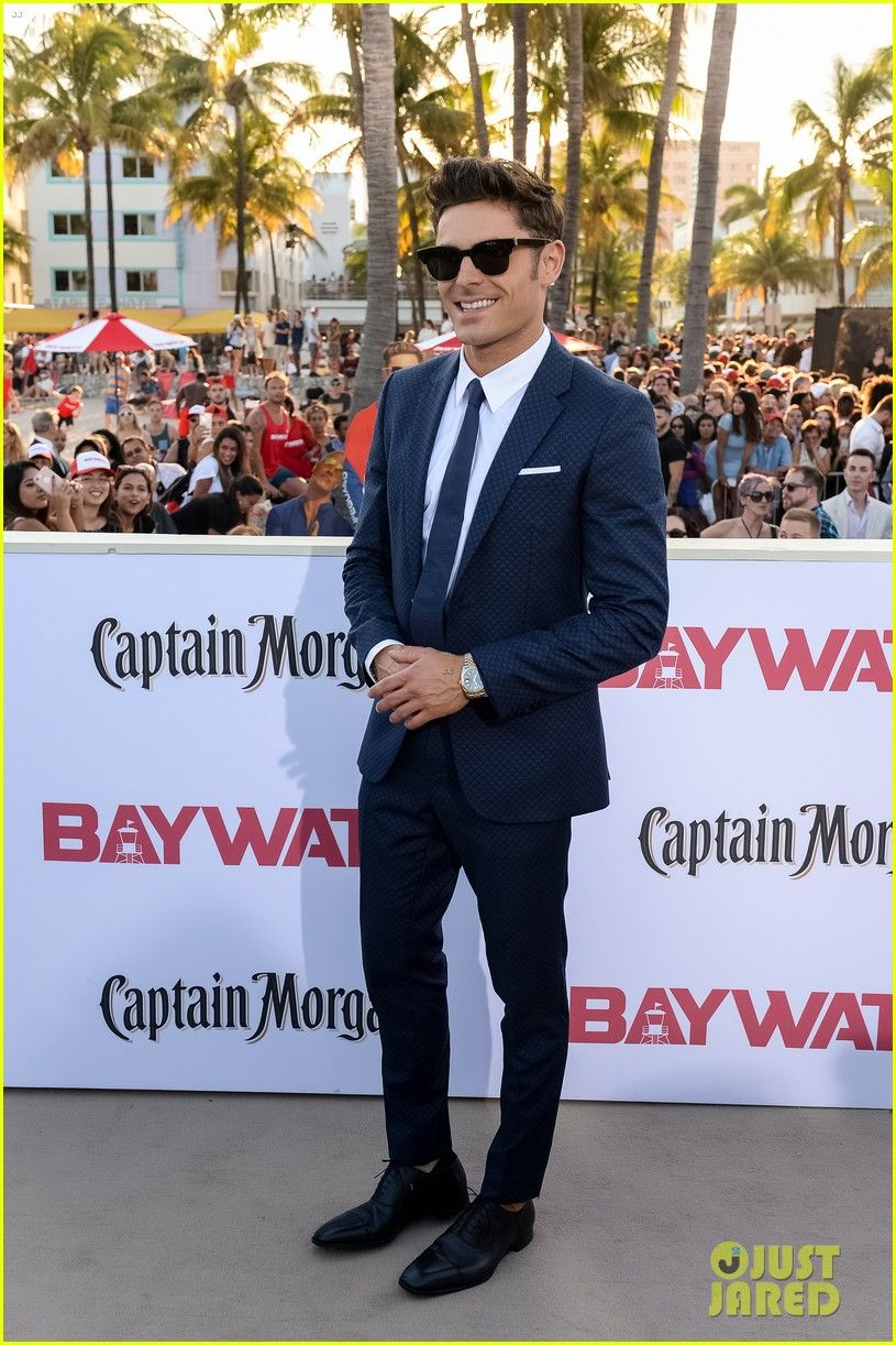 5145b44472 Zac Efron Suits Up for the 'Baywatch' Premiere in Miami | Zac Efron ...