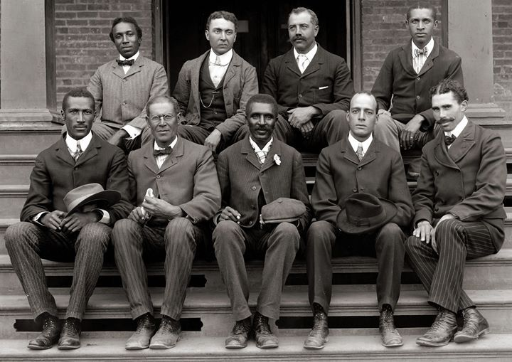 George Washington Carver (front row center) posing with fellow faculty of Tuskegee Institute 1902 [50593583] #HistoryPorn #history #retro http://ift.tt/1X15fgZ