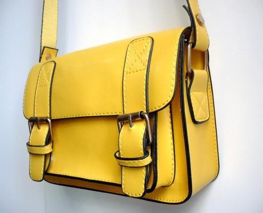Bolsa Amarela! Tamanho: 20 x 15 x 6 cm.