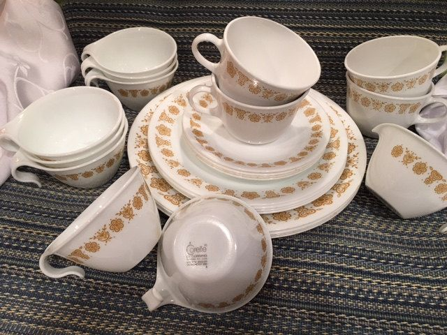 Vintage Butterfly Gold Corelle Livingware by Corning Dinnerware Set 25 pieces Gold and White Retro Dishes & Vintage Butterfly Gold Corelle Livingware by Corning Dinnerware Set ...