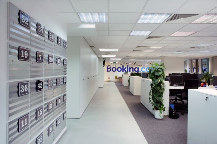 Booking Com Office By Brigada Zagreb Croatia Retail Design Blog Office Design Design Zagreb Croatia