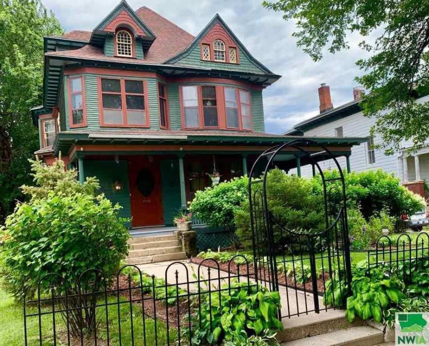 1506 Douglas St Sioux City Ia 51105 Built 1885 Old House Dreams Queen Anne Victorian Homes
