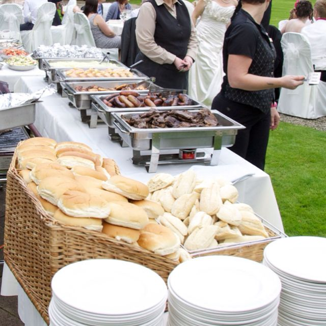 Bbq Wedding Reception Food Ideas: Wedding BBQ Good Table Set Up