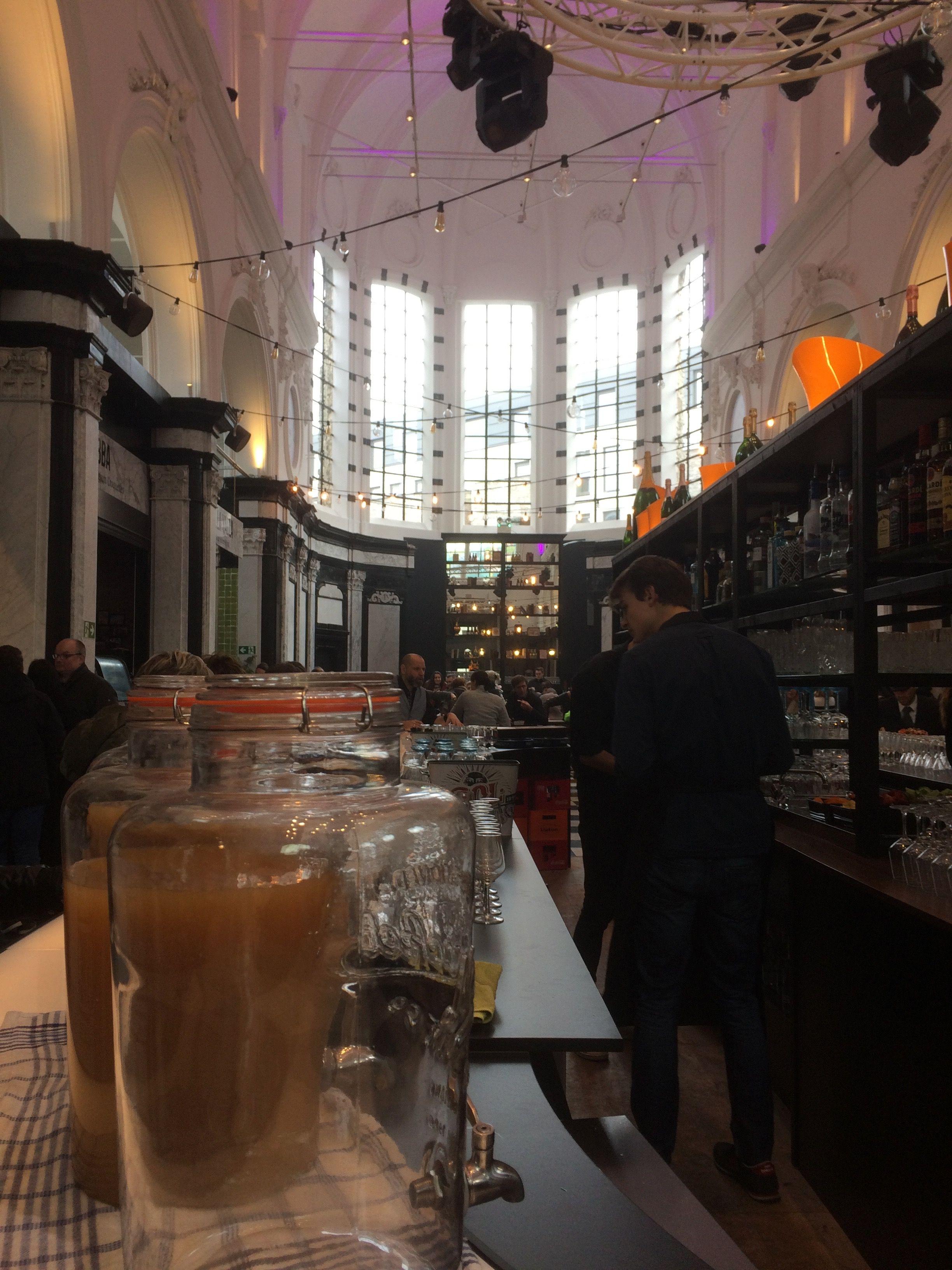 De Baudelo-abdij in het centrum van Gent kreeg een unieke nieuwe bestemming. De Holy Food Market, aanrader! holyfoodmarket.be