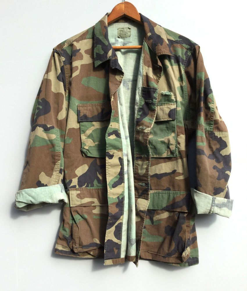 3c0d0feb6a Vintage Mens Distressed Camo Jacket US Military Shirt Woodland Camouflage  Medium