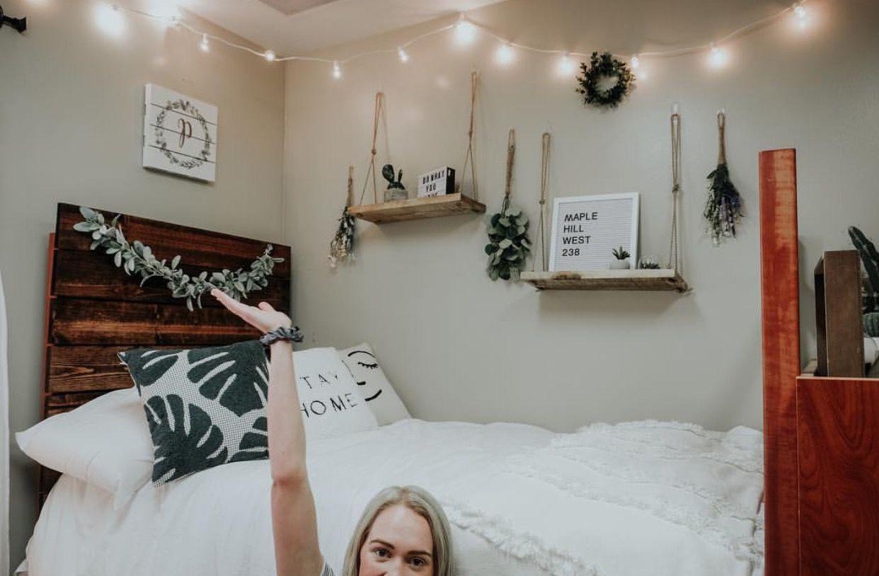 Pinterest Kimoyaawalker Apartment Decorating College Bedroom College Bedroom Apartment College Living Rooms